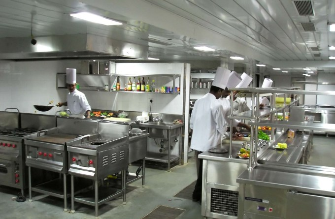không gian bếp nhà hàng khoa học